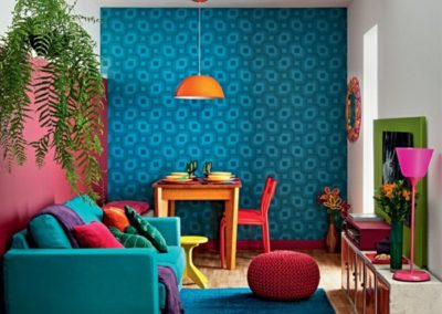 blue-accent-wall-in-the-living-room-beautiful-pattern
